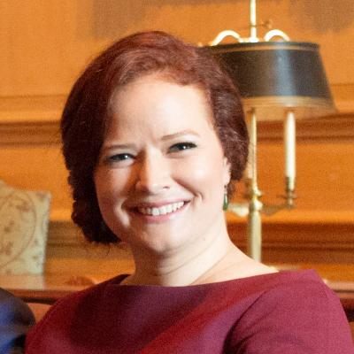 Lauren Dueck Headshot