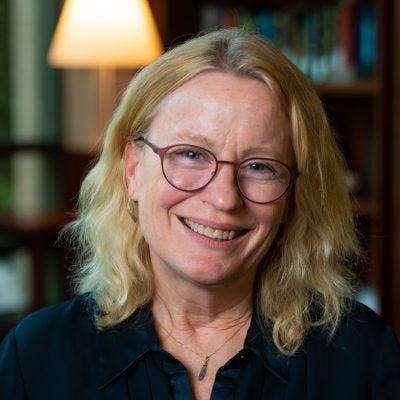 Lisa Heinzerling Headshot